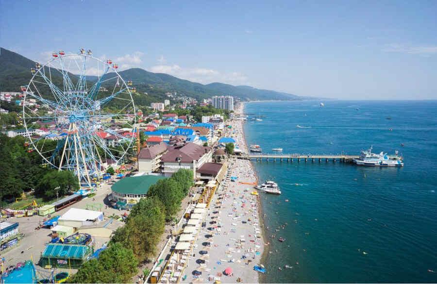 Отдых в Лазаревском в мае: преимущества, развлечения, цены