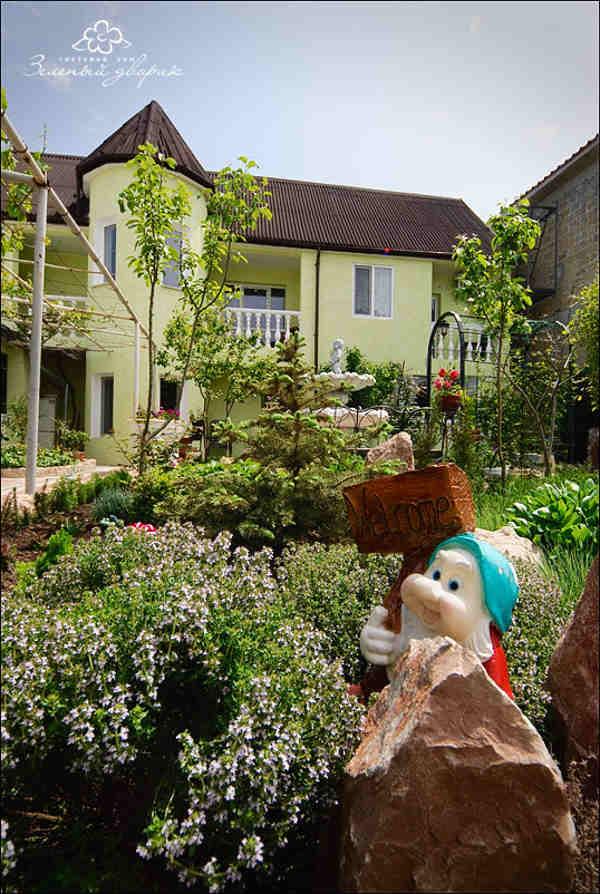 Зеленый дворик Севастополь 2