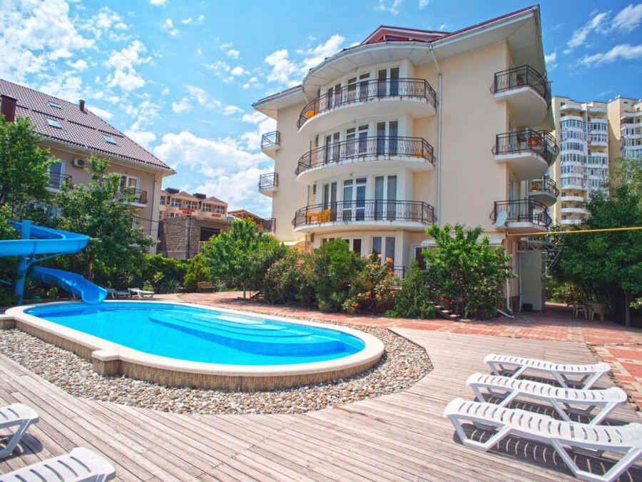 Едем в Лазаревское на отдых 2021 возле моря с бассейном: жилье и цены