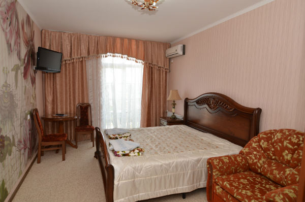 Коттедж Согдиана в Николаевке