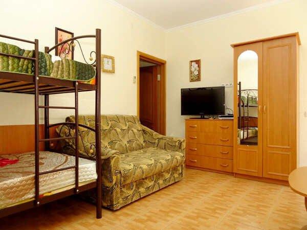 Гостевой дом-эллинг «Ольга» в Орджоникидзе (Феодосия)