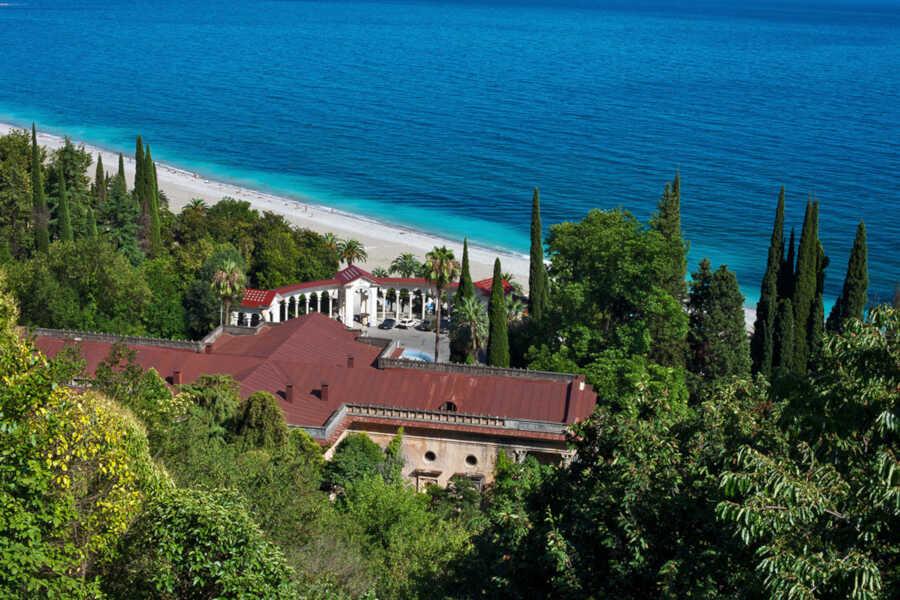 Экскурсии и морской отдых в Гагре в июне