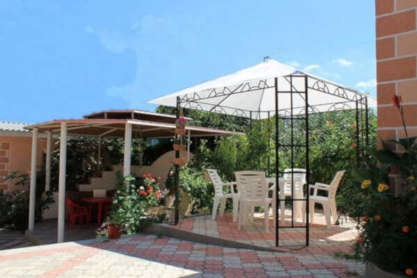 Гостевой коттедж «Цветочный» в Учкуевке (Севастополь)