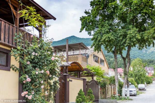 Гостевой дом Четыре сезона на Короленко в Геленджике
